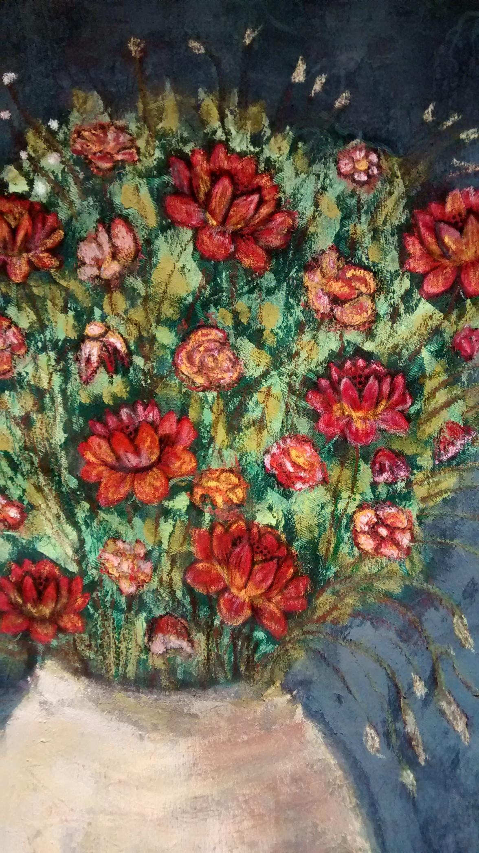 Jarron con flores rojas Detalle 1