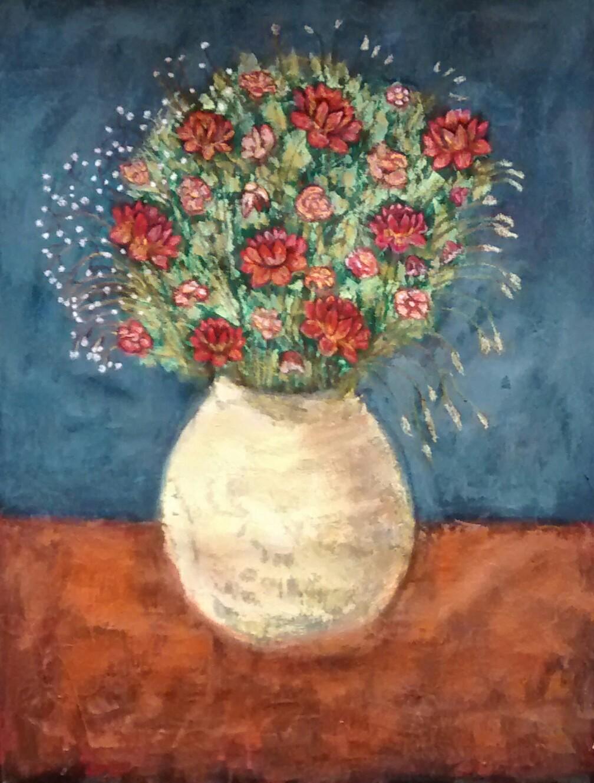 Jarron con flores rojas